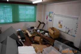 熊本地震後後事務所内1