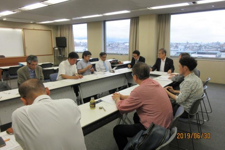総会の前に理事会開催しました。